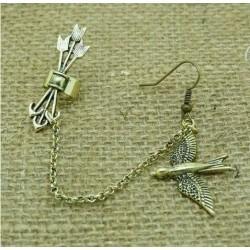 Earcuff zwaluw en pijltjes goudkleurig